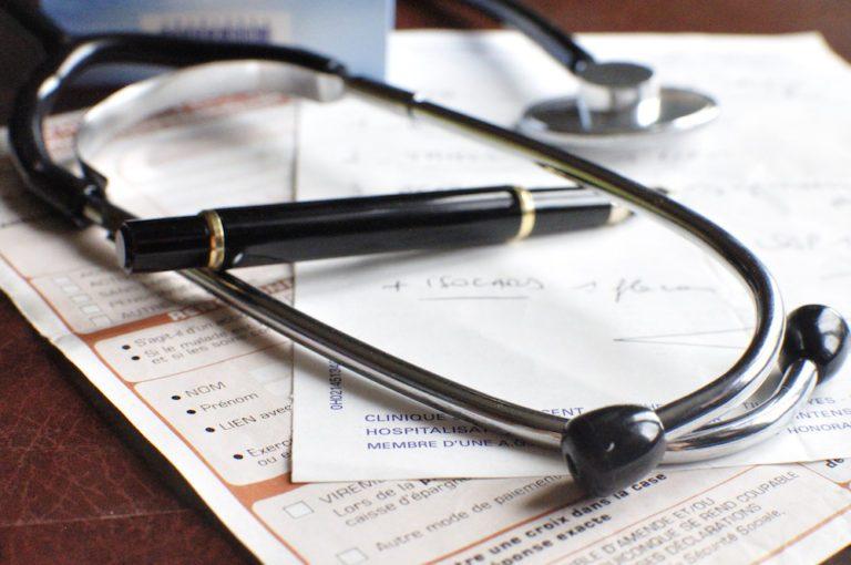 Qu'est-ce que le remboursement des spécialistes et le dépassement d'honoraires?