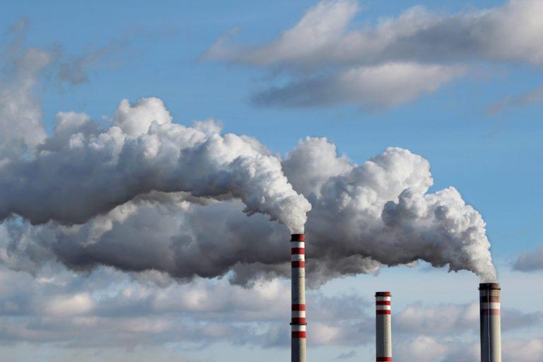 Quels sont les bons gestes à adopter en cas de brumes de sable ou de pollution de l'air ?