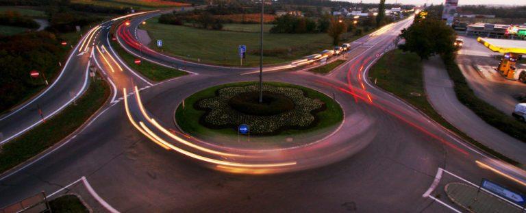 Code de la route : comment bien emprunter un carrefour giratoire ?