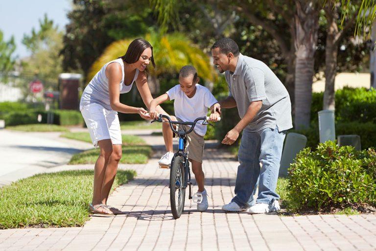 A quel âge un enfant peut-il circuler seul à vélo sur la route ?