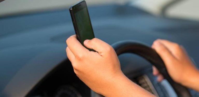 Même à l'arrêt, téléphoner au volant, est interdit